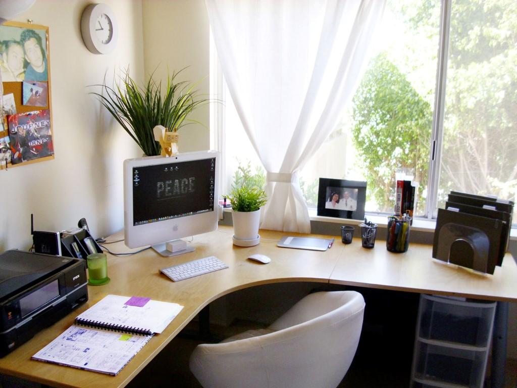 małe biurko do pracy domowej