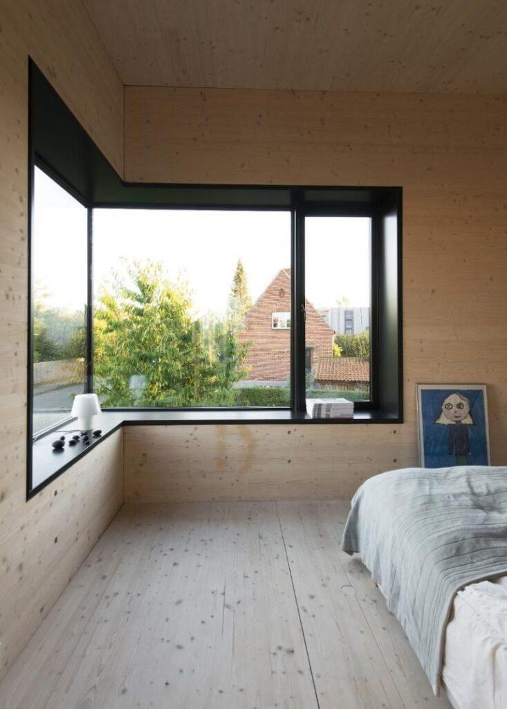 okno narożne w pokoju
