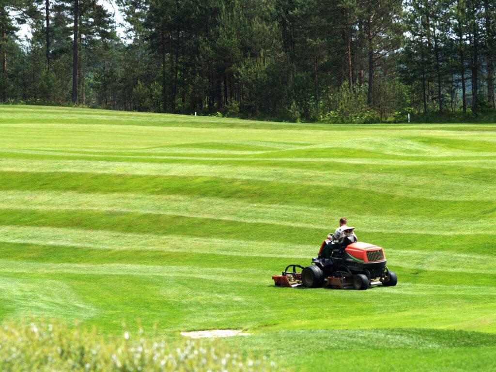 koszenie pola golfowego